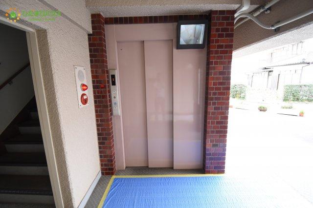 荷物が多い日もエレベータがあるので安心です♪