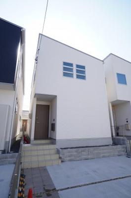 【モダンな外観がポイント!】 モダンな外観で、外壁は防火性、 遮音性に優れたサイディングを使用。