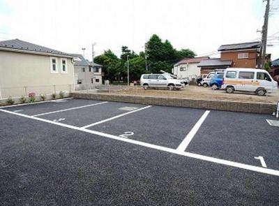 リブリ・コンソラトゥールの駐車場