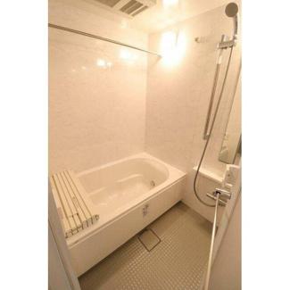 浴室乾燥や追焚機能が設置された快適なユニットバスです。