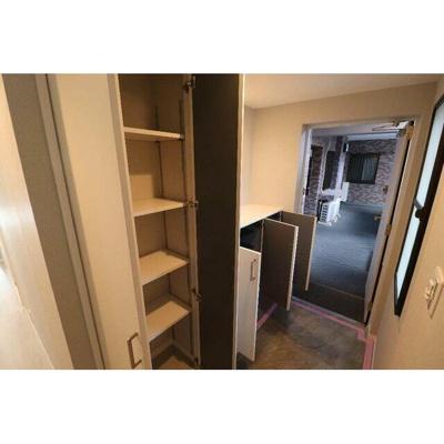 玄関の豊富な収納スペースにはご家族の靴や季節物の収納に便利です。