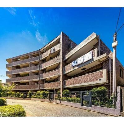 総戸数27戸、鉄筋コンクリート造5階建てのマンションです。