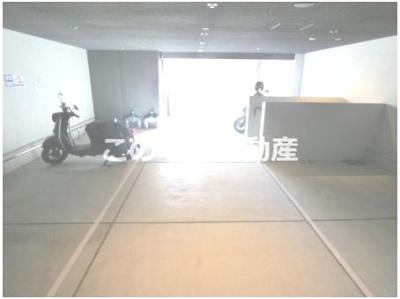 バイク置き場(50cc,大型バイク置き場有り)