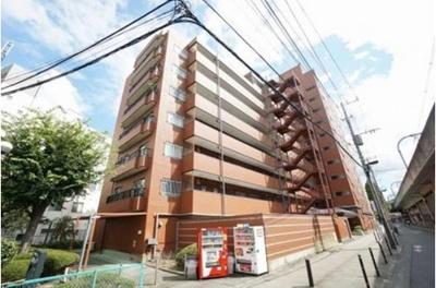 鉄筋コンクリート地下1階付地上11階建の落ち着いた雰囲気の外観です。