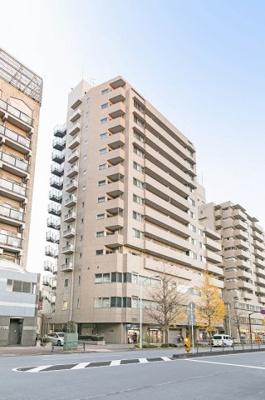 東京メトロ有楽町線「護国寺」駅より徒歩約1分の便利な立地です。