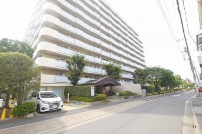 千代田線始発駅の「北綾瀬」駅が徒歩圏内で利用できる立地。