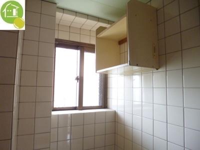 浴室に小窓あり!
