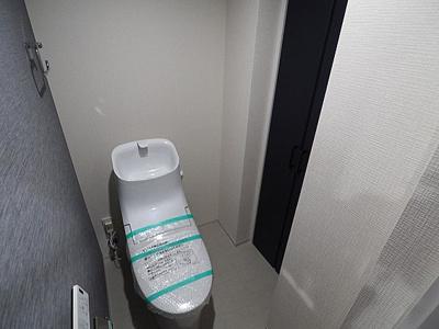 シャワートイレ交換済み。気持ちよくお使い頂けます。