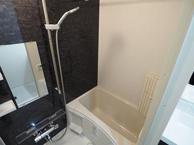 浴室換気乾燥機付で雨の日も便利です。