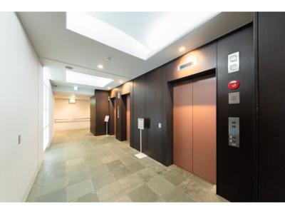 エレベーターは3基設置してあり上階への移動も楽々です。