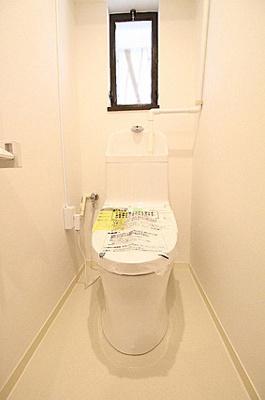 ウォシュレット付の快適なシャワートイレです。