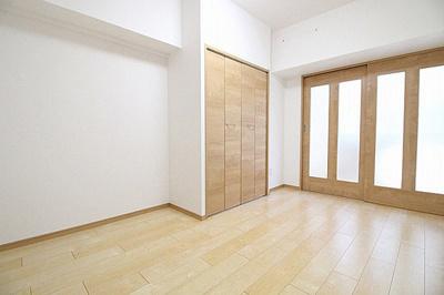 収納豊富な2LDK、室内もスッキリ快適です。