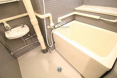 新規リフォームで交換済みのバスルームです。
