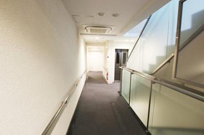 ホテルライクな内廊下設計でプライバシーも確保されています。