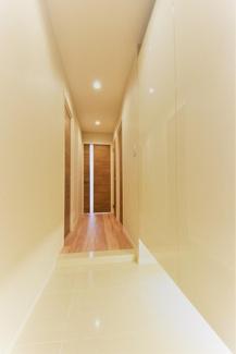 下部に空間のあるシューズボックスで玄関もすっきり。