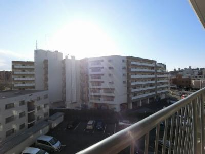 5階部分からの眺望です。 前面に建物がなく開放感がございます。
