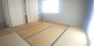 畳の上でゆっくりとくつろげる和室です