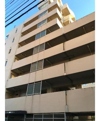 鉄筋鉄骨コンクリート造り8階建てのマンション。
