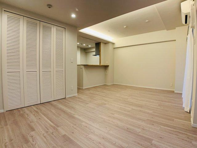 空間の広がりを考えられて設計されたリビングは、使いやすさが際立ちます。家具の配置などイメージしてみて