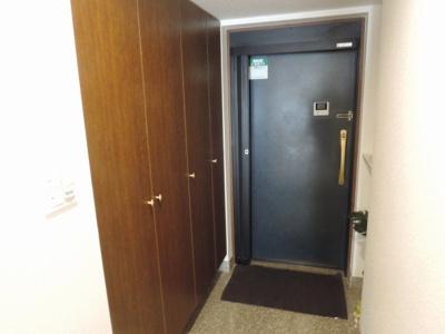 玄関部分です。 たっぷり収納できるシューズボックス付です。