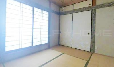 明るい和室もあります。