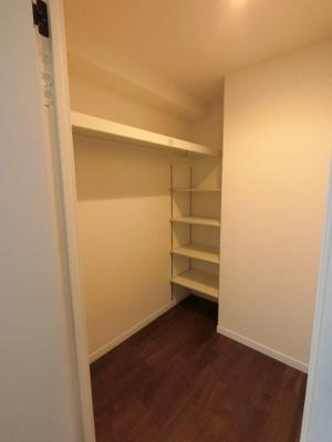 ウォークインクローゼットです。 豊富な収納設計でお部屋を広く有効活用出来ます。