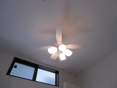 勾配天井 照明付き