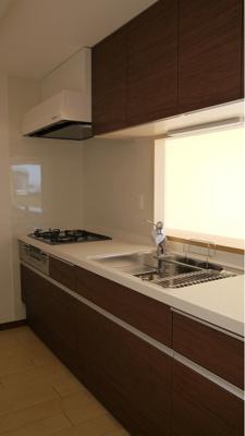 作業しやすい横幅の広いキッチン。毎日のお料理も楽しくなりそうです。