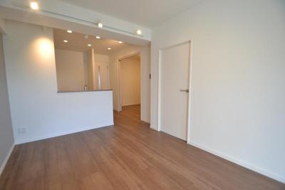 縦長のLDKで家具を配置しても十分な広さです。
