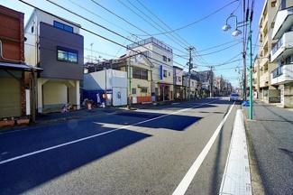 前面道路も広く、 お車の駐車もしやすいです!