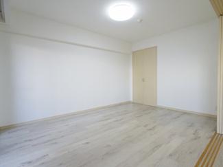 約7.5帖の洋室です