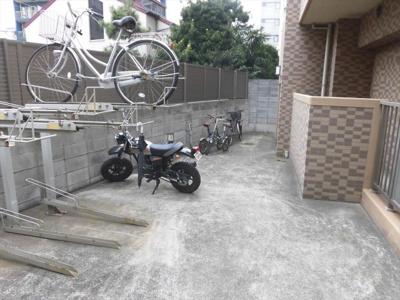 新千葉小川マンションの駐輪場4