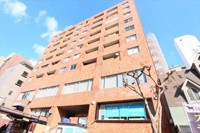 地上9階建て 地下1階の建物です