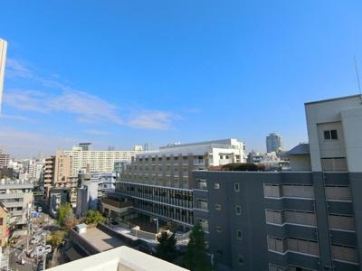 8階部分の最上階からは開放的な景色を望めます。