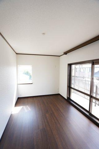 2階南 各居室収納完備です。