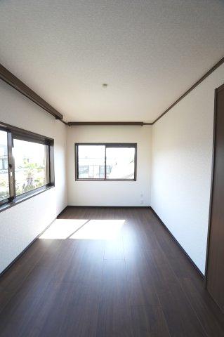 2階北 窓が2面あるので採光・通風のよいお部屋です。