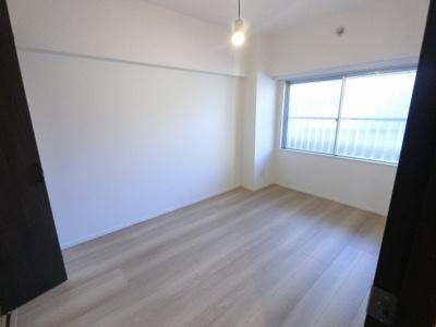 5.5帖の洋室は主寝室にいかがでしょうか。