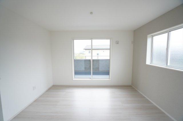 2階7帖 アクセントクロスでおしゃれなお部屋です。