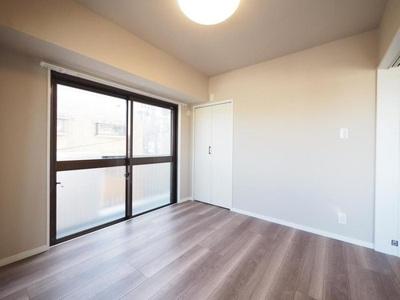 洋室3部屋はすべて南に面し、心地よい日射しが降り注ぎます。