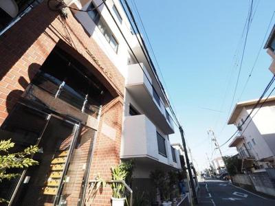 総戸数16戸、4階建マンション。