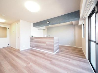 新規リノベーション済で清潔感あふれる室内と水廻り。