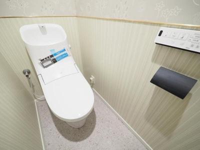 現代の必需品、洗浄機能付トイレ新規交換済。