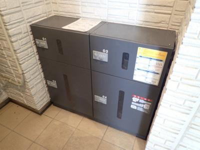 共用エントランスには宅配BOXがあるので荷物の受け取りもスムーズに♪再配達を依頼する手間が省けます☆