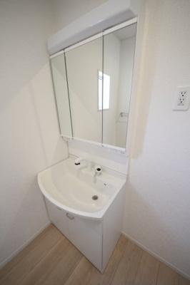 便利な三面鏡洗面化粧台!