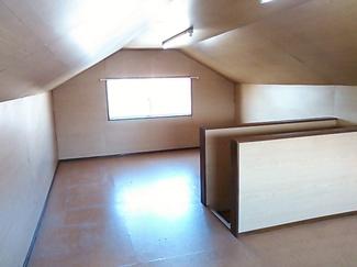 大きな小屋裏スペース、部屋としても十分に使えます
