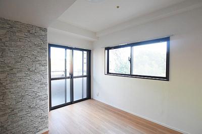 2面採光の洋室もあり明るく風通しの良いお部屋です。