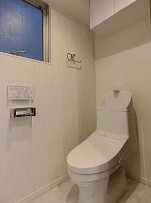 温水洗浄機能付きのトイレで気持ちよくお使いいただけます。