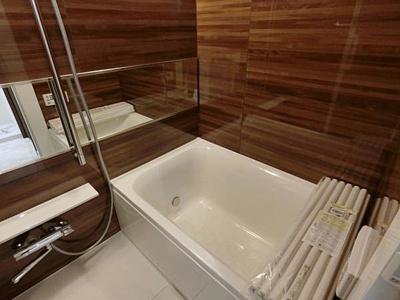 雨の日もお洗濯物が乾かせる浴室乾燥機つきのバスルームです。