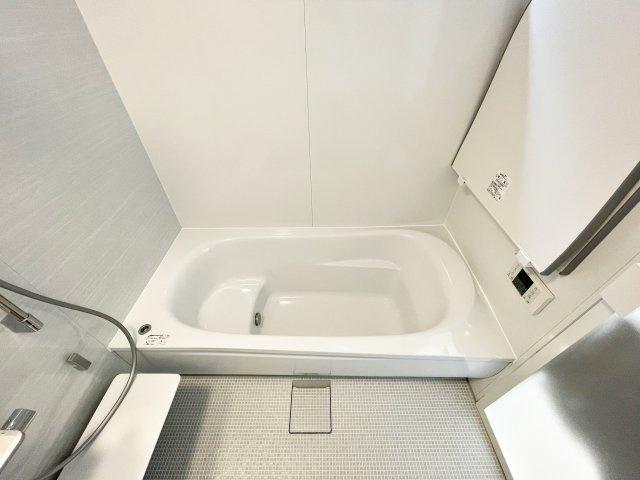 浴室暖房乾燥機能付/物干し付/広々浴槽/窓有り/高級アクセントパネル