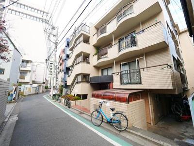 外壁タイル貼りのマンションです。